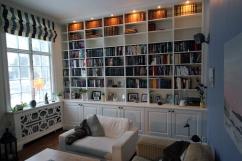 Platsbyggd bokhylla 3